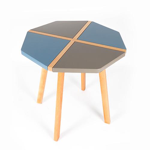طاولة داخلية وخارجية لون مميز