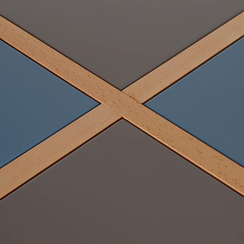 سطح طاولة بقواطع خشبية