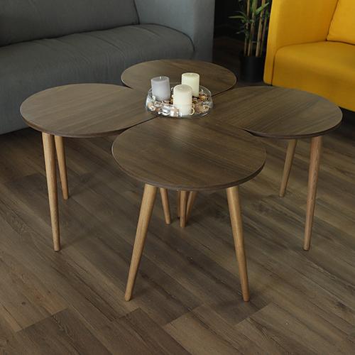 طاولة قهوة لون بني مع تحفة فنية
