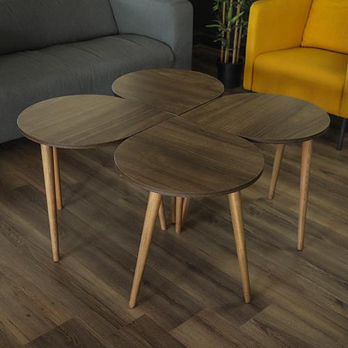 أربعة طاولات قهوة خشبية