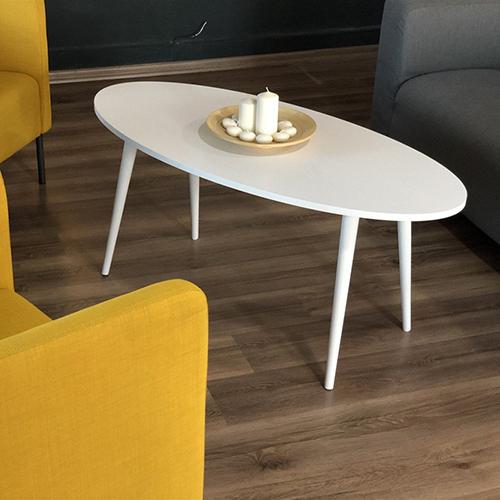 شكل جميل لطاولة قهوة خشبية بأرجل زان