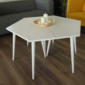 ديكور جميل لطاولة قهوة من الخشب لون أبيض