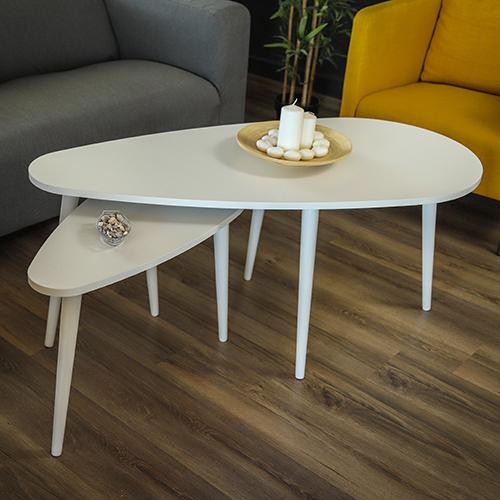 ديكور راشع لطاولة قهوة خشبية لون أبيض داخل صالة