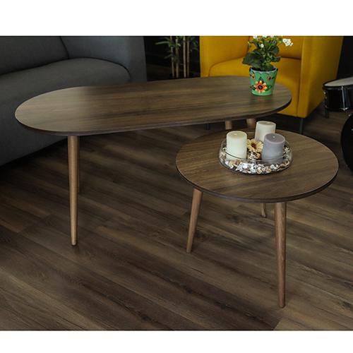 طاولة قهوة خشبية كبيرة وصغيرة مع ديكور جميل