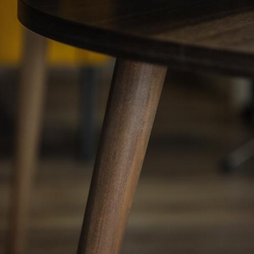 رجل خشبية لطاولة قهوة