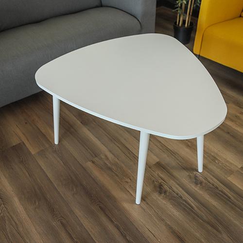 طاولة قهوة خشبية من الأعلى