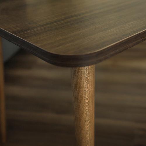 سطح خشبي لطاولة قهوة