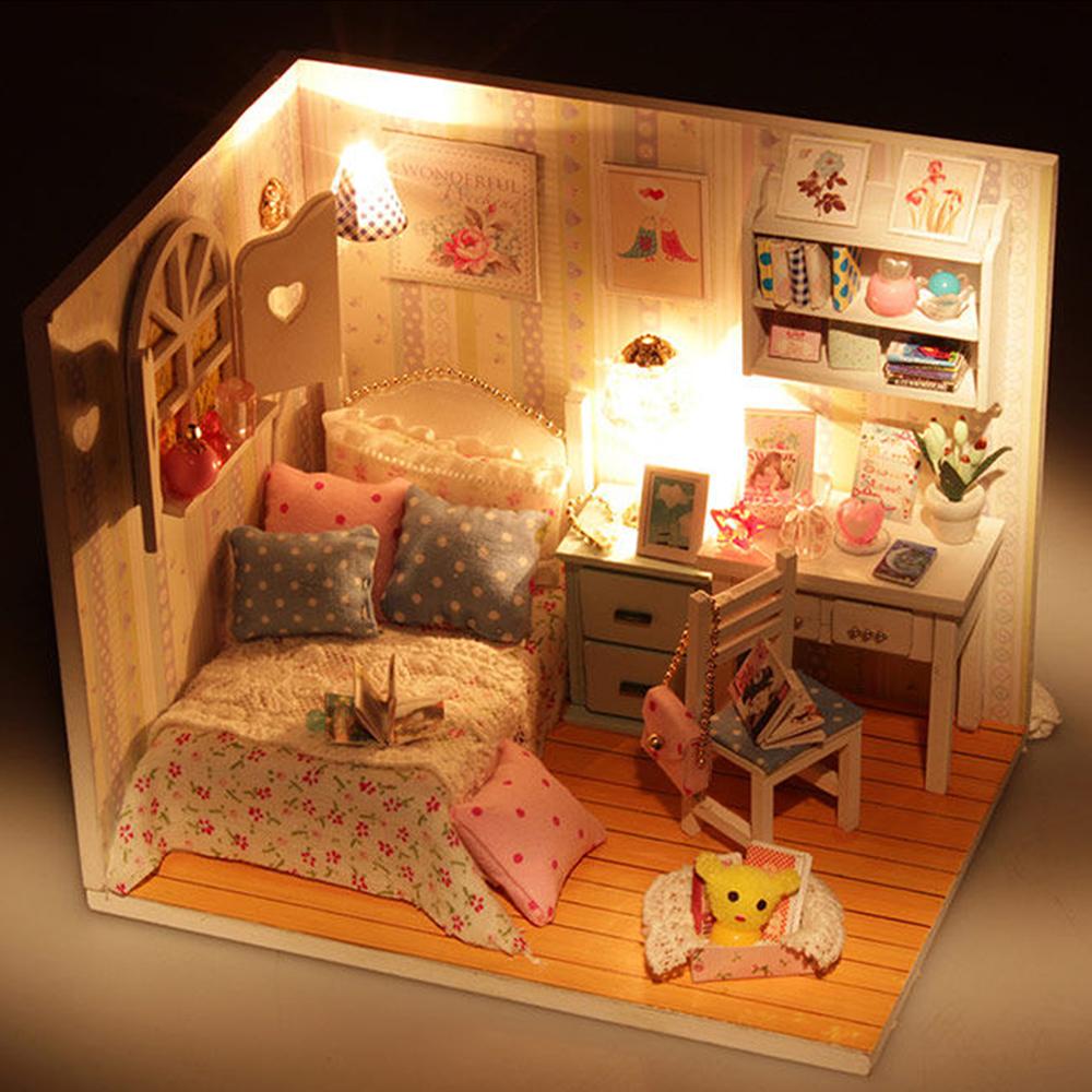 غرفة لعبة الأطفال باضاءة