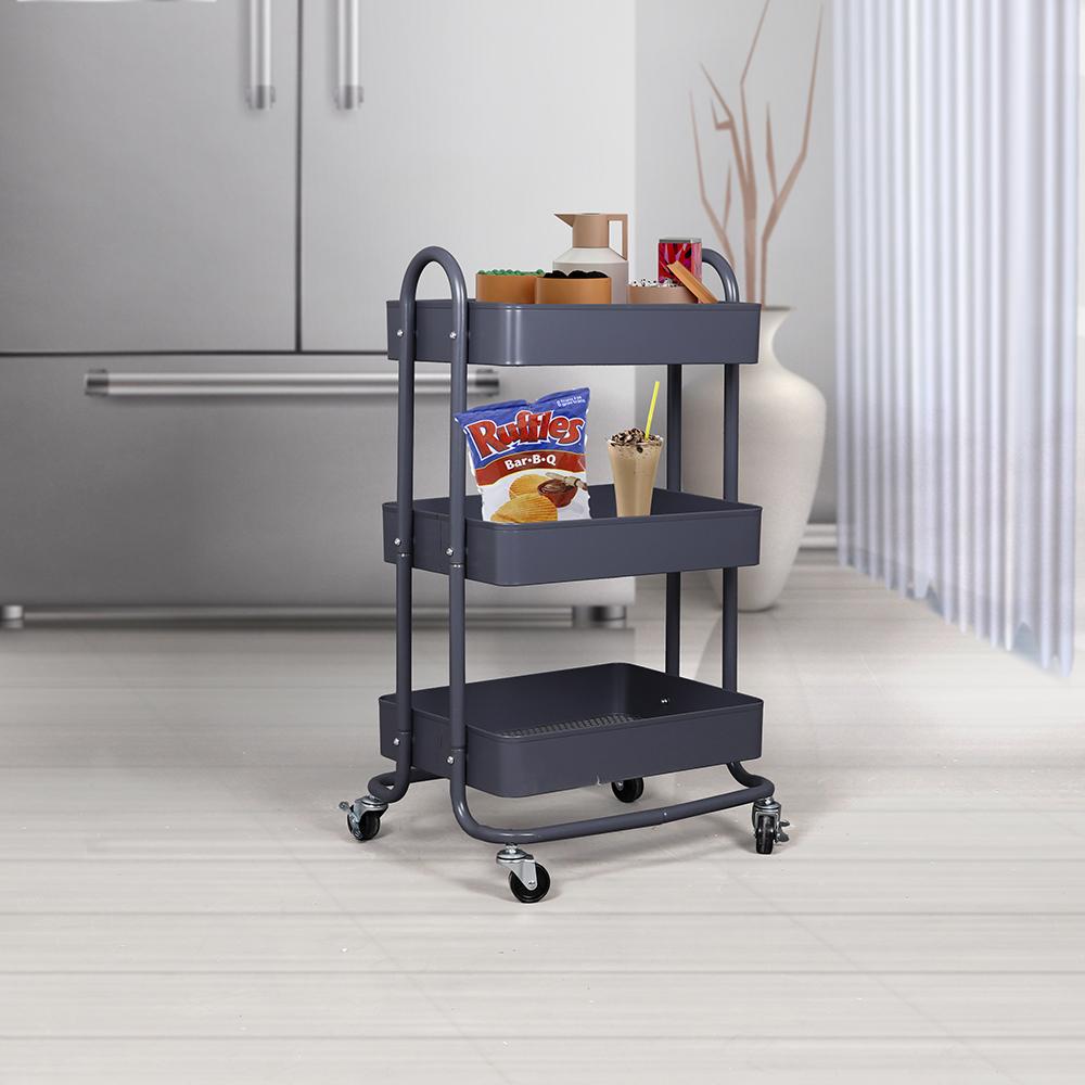 عربة تقديم الضيافة في داخل مطبخ