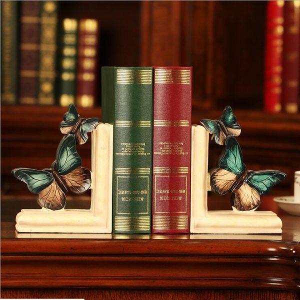 أرفف الكتب من دفتين شكل الفراشة