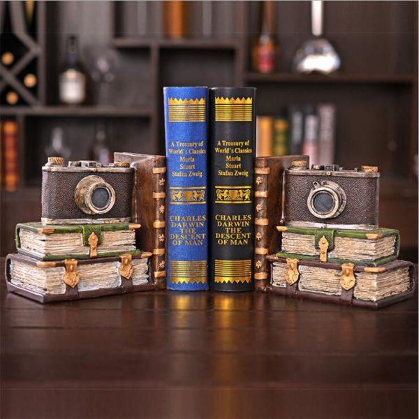 أرفف الكتب من دفتين موديل كاميرا لترتيب الكتب بديكور جميل