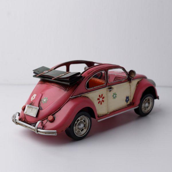 السيارة الوردية