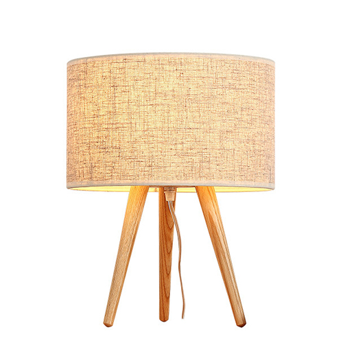 أباجورة طاولة موديل إيرث ثري قاعدة خشبية وغطاء من قماش الكتان